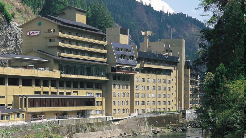 2つの県にまたがる珍しいホテルがある?
