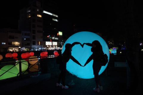 2016_led-2_heart.jpg