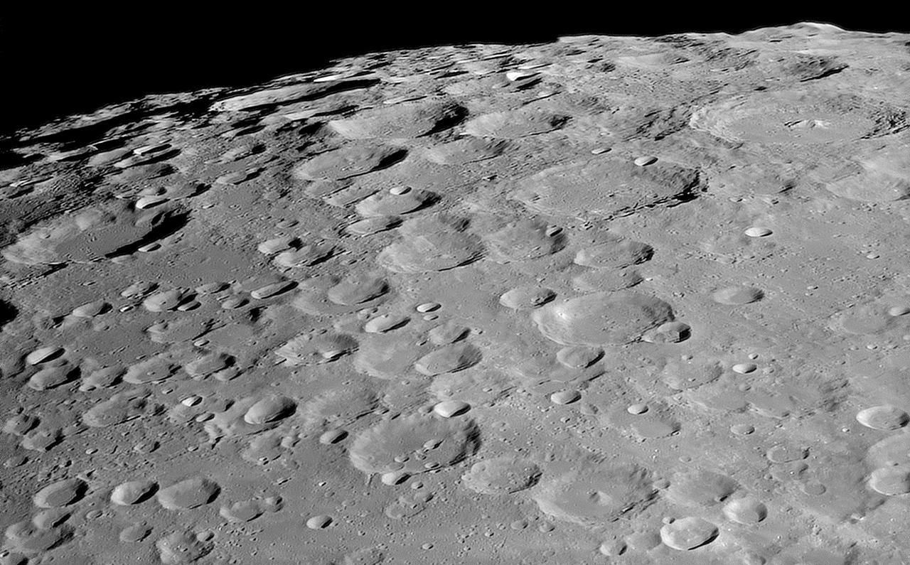 Moon_161118_022821_g3_ap2805Z.jpg