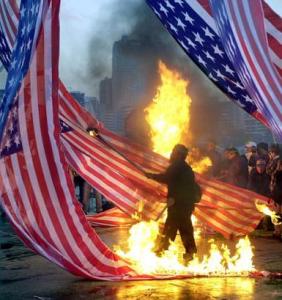 アメリカ国旗燃やす
