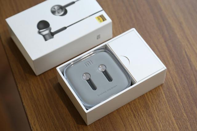 Mi_in-Ear_Headphones_Pro_HD_02.jpg