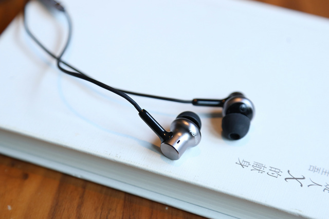 Mi_in-Ear_Headphones_Pro_HD_05.jpg