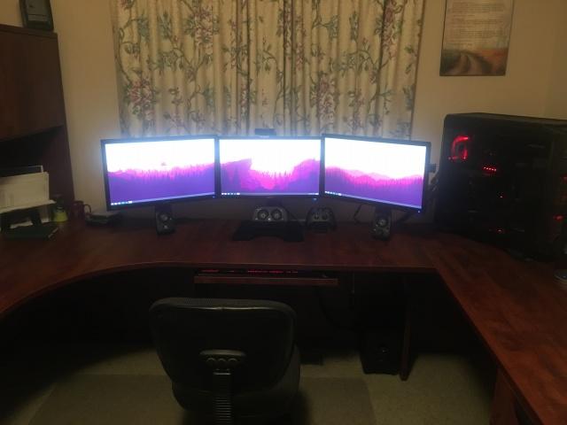 PC_Desk_MultiDisplay80_06.jpg