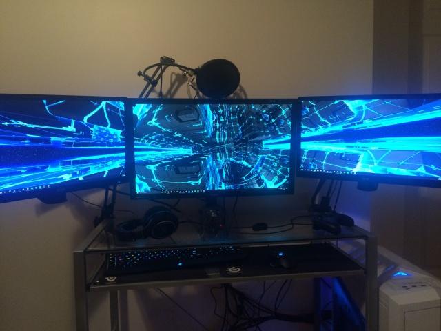 PC_Desk_MultiDisplay80_13.jpg