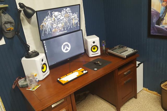 PC_Desk_MultiDisplay80_19.jpg