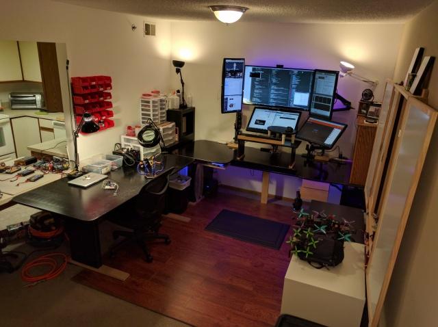 PC_Desk_MultiDisplay80_20.jpg