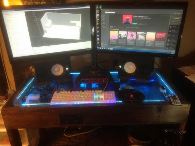 PC_Desk_MultiDisplay80_22.jpg