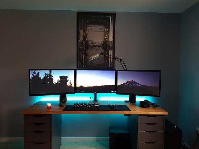 PC_Desk_MultiDisplay80_23.jpg