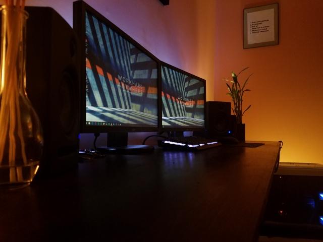 PC_Desk_MultiDisplay80_31.jpg