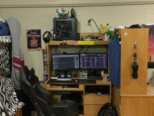 PC_Desk_MultiDisplay80_39.jpg