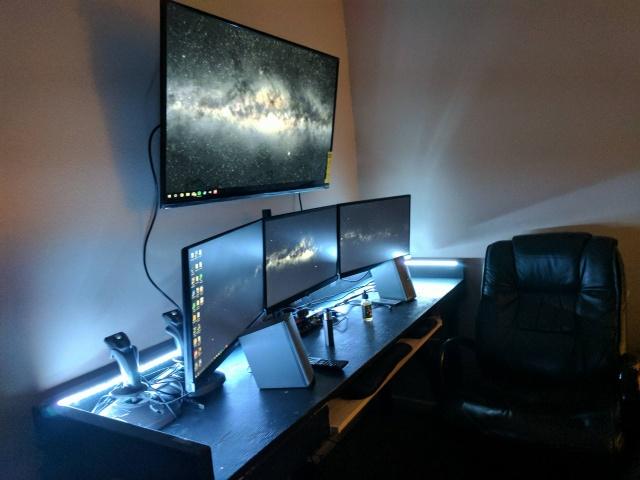 PC_Desk_MultiDisplay80_40.jpg