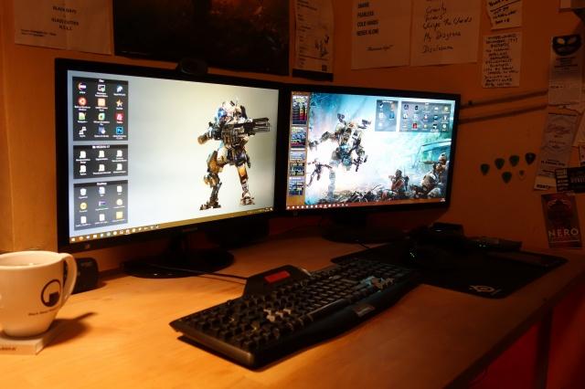 PC_Desk_MultiDisplay80_44.jpg
