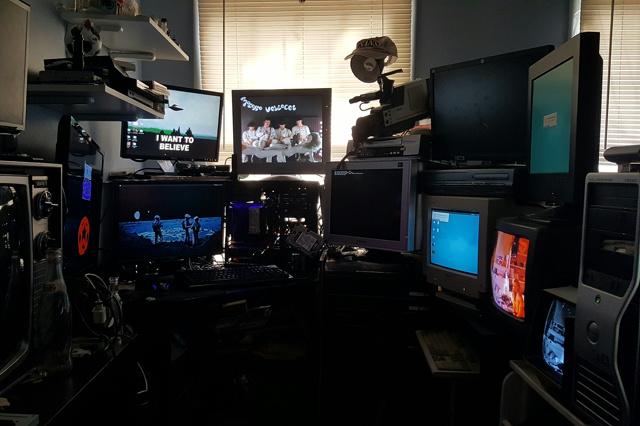 PC_Desk_MultiDisplay80_45.jpg