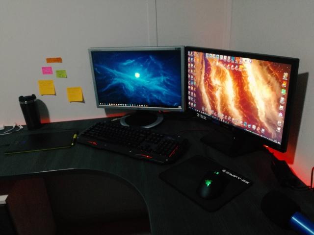 PC_Desk_MultiDisplay80_46.jpg