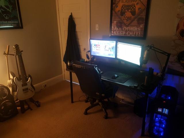 PC_Desk_MultiDisplay80_54.jpg
