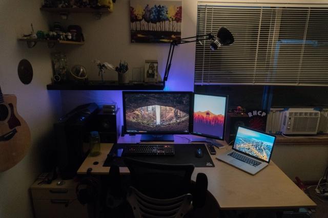 PC_Desk_MultiDisplay80_57.jpg