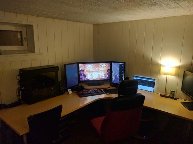 PC_Desk_MultiDisplay80_61.jpg