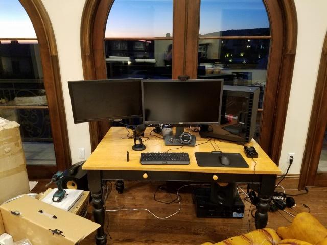 PC_Desk_MultiDisplay80_62.jpg