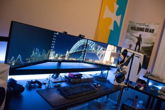 PC_Desk_MultiDisplay80_64.jpg