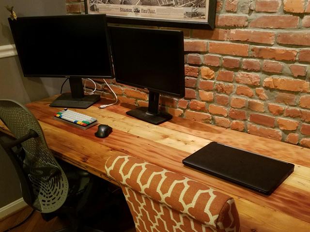 PC_Desk_MultiDisplay80_69.jpg