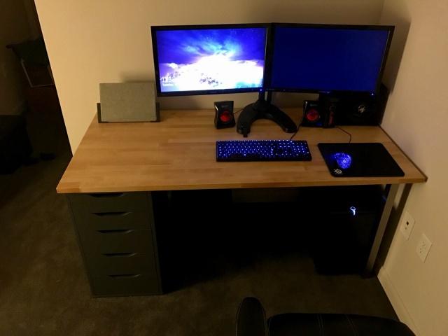 PC_Desk_MultiDisplay80_71.jpg