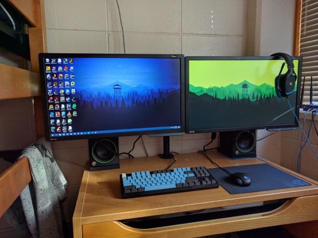PC_Desk_MultiDisplay80_74.jpg