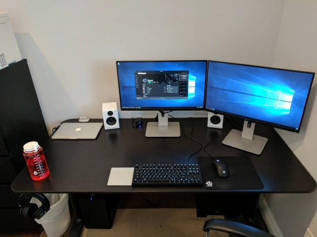 PC_Desk_MultiDisplay80_76.jpg