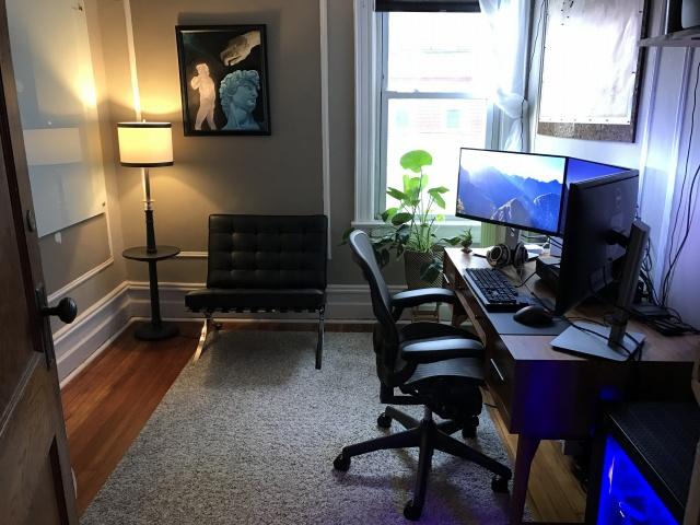 PC_Desk_MultiDisplay80_77.jpg