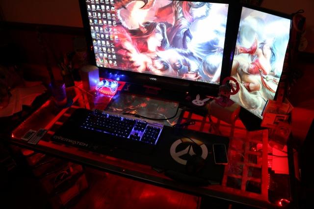 PC_Desk_MultiDisplay80_82.jpg