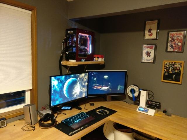 PC_Desk_MultiDisplay80_84.jpg