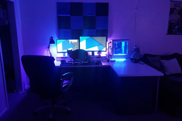 PC_Desk_MultiDisplay80_87.jpg