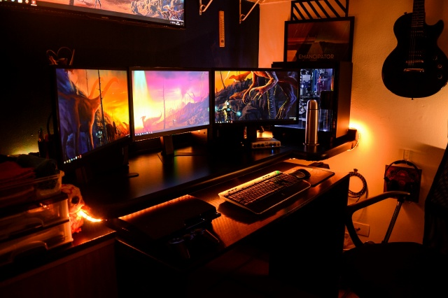 PC_Desk_MultiDisplay80_93.jpg