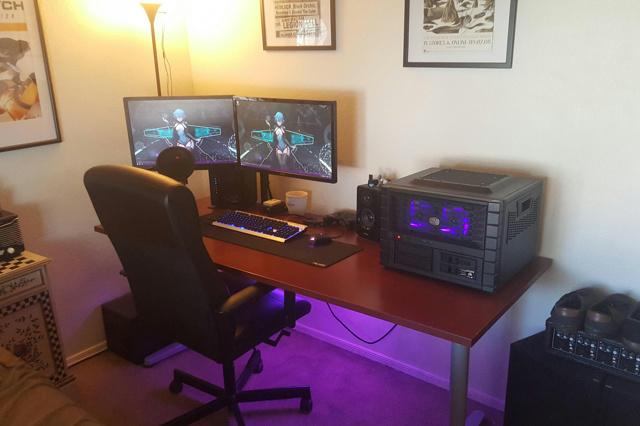 PC_Desk_MultiDisplay80_99.jpg