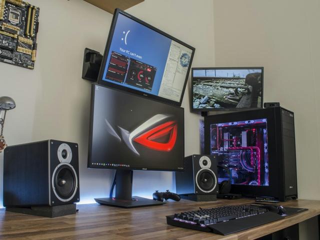 PC_Desk_MultiDisplay82_01.jpg