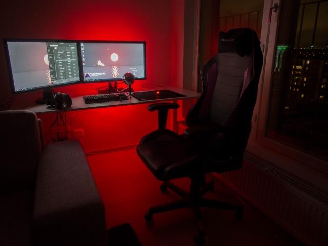 PC_Desk_MultiDisplay82_03.jpg