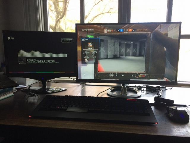 PC_Desk_MultiDisplay82_17.jpg