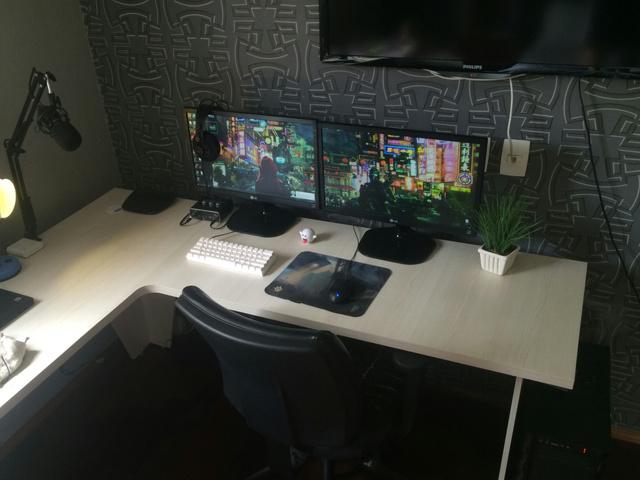 PC_Desk_MultiDisplay82_30-.jpg