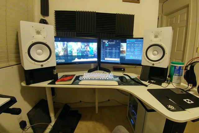 PC_Desk_MultiDisplay82_44.jpg
