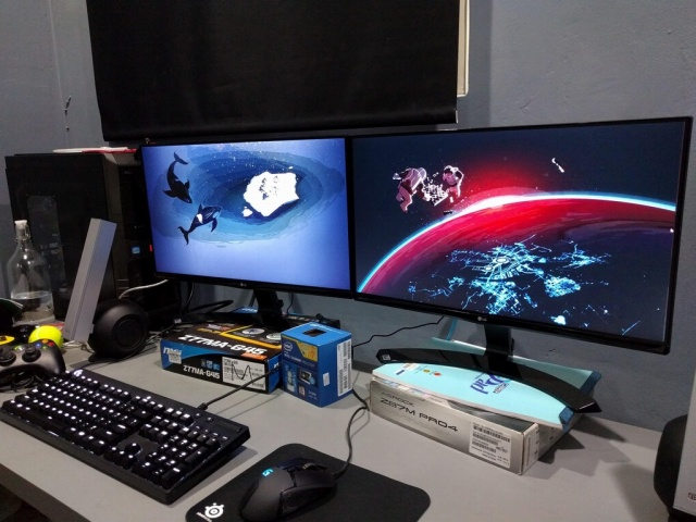 PC_Desk_MultiDisplay82_47.jpg