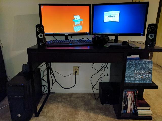 PC_Desk_MultiDisplay82_49.jpg