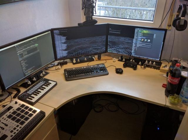 PC_Desk_MultiDisplay82_53.jpg