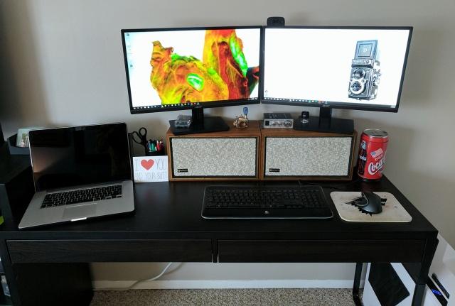 PC_Desk_MultiDisplay82_56.jpg