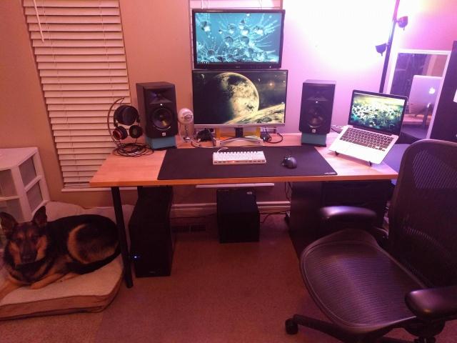 PC_Desk_MultiDisplay82_58.jpg