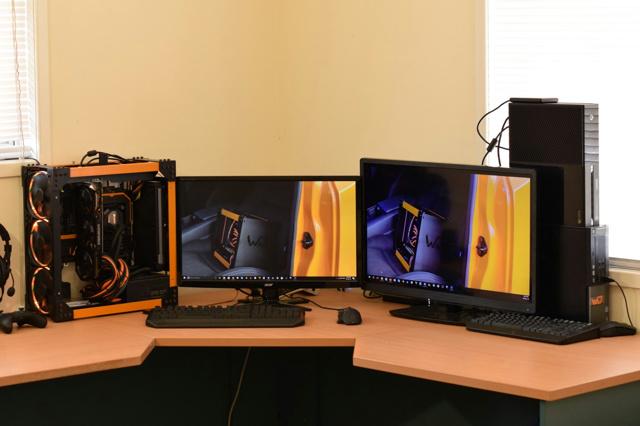 PC_Desk_MultiDisplay82_62.jpg
