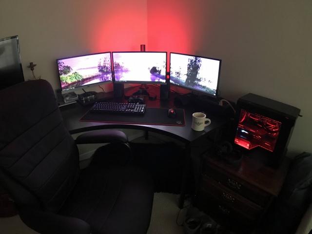 PC_Desk_MultiDisplay82_65.jpg