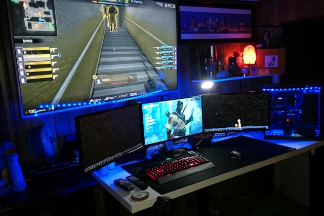 PC_Desk_MultiDisplay82_74.jpg