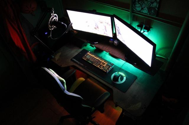 PC_Desk_MultiDisplay82_91.jpg