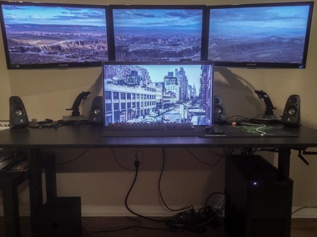 PC_Desk_MultiDisplay82_98.jpg