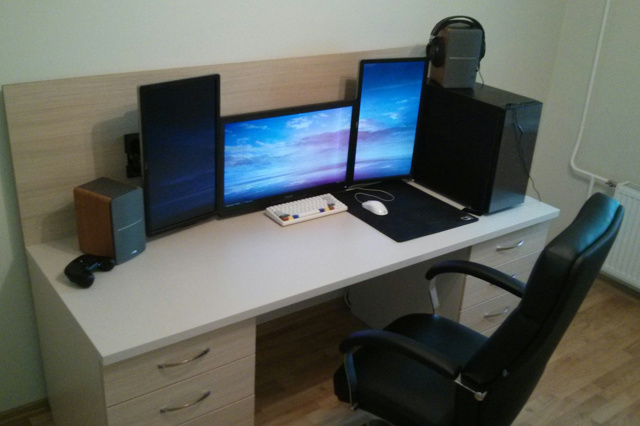 PC_Desk_MultiDisplay83_59.jpg