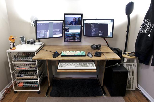 PC_Desk_MultiDisplay84_02.jpg